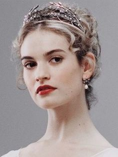 Close up of Lily James as Natasha Rostova in BBC's War and Peace. Wearing an Axenoff Jewellery wheat sheaf tiara Lily James, Ella Enchanted, Princess Aesthetic, British Actresses, Tiaras And Crowns, Pretty People, Character Inspiration, Marie, Hair Accessories
