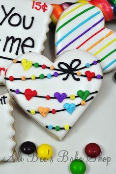 Valentine's Day cookies and other creative sugar cookie designs. Fancy Cookies, Heart Cookies, Iced Cookies, Cute Cookies, Royal Icing Cookies, Cookies Et Biscuits, Cupcake Cookies, Rainbow Sugar Cookies, Rainbow Cookie