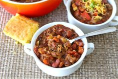 superbowl quinoa chili - I love setting up a chili bar at my Superbowl party and this is a great vegetarian option