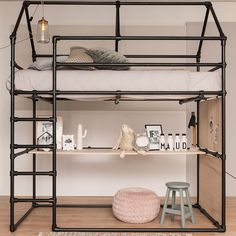 Loft bed with desk made of black scaffolding tube and black tube connections. - Loft bed with desk made of black scaffolding tube and black tube connections. Girl Bedroom Designs, Kids Bedroom, Bedroom Decor, Bedroom Ideas, Childrens Bedroom, Bedroom Loft, Industrial Loft Beds, Industrial Apartment, Industrial Chic
