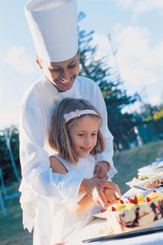 Cooking Activities - Miniclub - Royal Palm - Mauritius #cooking #Mauritius #FamilyHolidayActivities