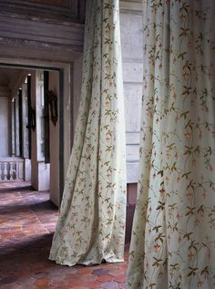 French Provence Style, Provence Decorating, French Provincial, French Antiques,Old World French Provence Homes French Cottage Style, French Country Interiors, French Country Bedrooms, French Country Farmhouse, French Country Style, Cottage Farmhouse, Modern Country, Provence Interior, French Curtains