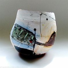 Round bottomed bird pot 2008 by Linda Styles