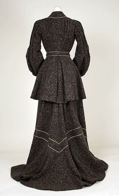 A nice warm two piece ensemble. I really like that the piping adds a bold detail.