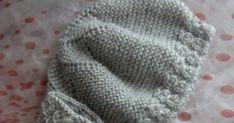 BOTAS DE BEBE      Parecidas a estas botas las he visto por internet pero el tutorial que encontré creo que estaba en ruso o sea imp... Baby Booties Knitting Pattern, Knitting Patterns, Summer Jacket, Totoro, Kids And Parenting, Crochet Projects, Knitted Hats, Knit Crochet, Winter Hats