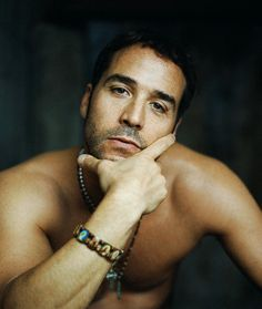 Jeremy Piven may be a dick on Entourage but I think he's good-looking.