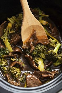 Super easy Slow Cooker Broccoli Beef with the most AMAZING sauce - and it's so much tastier and healthier than take-out! Used half the amount of soy sauce. Crock Pot Recipes, Slow Cooker Recipes, Beef Recipes, Cooking Recipes, Healthy Recipes, Recipies, Cooking Tips, Vegetarian Recipes, Beef Tips