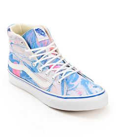 The Vans SK8 Hi Slim Marble and True White shoe for women is a classic inspired look that will quickly become a modern favorite. Made with a high top profile and slimmer design perfect for the ladies, these shoes have a durable vulcanized outsole, a padde