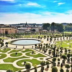 The gorgeous gardens of Versailles. Photo courtesy of juju.lovee on Instagram.