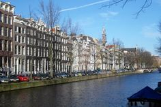 Keizersgracht in Amsterdam. The Keizersgracht is the middle one of the three main Amsterdam canals: Keizersgracht, Pinsengracht and Herengracht. The canal was named after Emperor Maximilian of Austria. With a width of 31 metres it is the widest canal in the town. It was constructed in 1612 at the same time as the Herengracht and Prinsengracht. Photo SERC. #amsterdam #historic #sites #keizersgracht