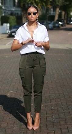 New Style Edgy Chic Shirts Ideas Olive Green Pants Outfit, Khaki Pants Outfit, Joggers Outfit, Olive Green Cargo Pants, Outfits With Green Pants, Khaki Cargo Pants, Casual Pants, Classy Outfits, Chic Outfits