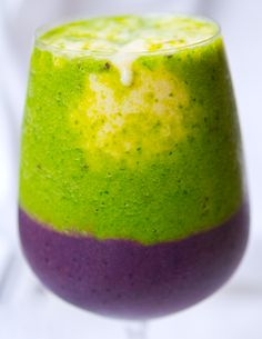 This sassy smoothie is Mardi Gras striped - and tastes delicious! Green kiwi, gold banana and purple acai and blueberry. #vegan