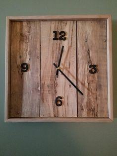 Rustic Wall Clocks, Farmhouse Wall Clocks, Unique Clocks, Wood Clocks, Rustic Walls, Wall Clock Design, Wood Scraps, Diy Clock, Woodworking Wood
