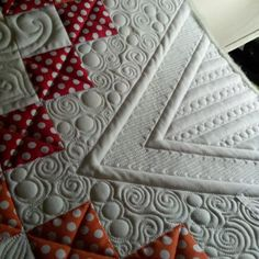 Green Fairy Quilts this is an example of amazing quilting Quilting Stencils, Longarm Quilting, Free Motion Quilting, Quilting Projects, Quilting Ideas, Machine Quilting Patterns, Quilt Patterns, Custom Quilts, Quilt Stitching