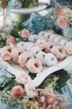 Wedding Food go for smaller cakes, and get a lot smaller deserts to supplement -- donuts and cupcakes - Wedding Dessert Inspiration - Photo: OLLI STUDIO Köstliche Desserts, Wedding Desserts, Delicious Desserts, Wedding Cakes, Wedding Decorations, Creative Desserts, Wedding Centerpieces, Table Decorations, Donut Bar