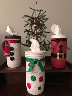 Give your Christmas decoration a festive touch. Try the classic Red and white Christmas decor. Here are Red and White Christmas decor ideas for you. Mason Jar Gifts, Mason Jar Diy, Christmas Projects, Holiday Crafts, Simple Christmas, Christmas Diy, White Christmas, Christmas Center Pieces Diy, Beautiful Christmas