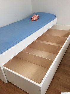 avaroom,sänky,lelulaatikko,lastenhuone