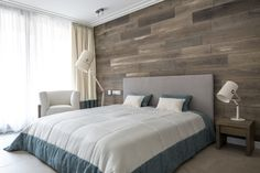 House in Birch Forest by Aleksandr Zhidkov - modern, minimalistic design with the use of natural materials. I really love the wooden wall in this bedroom! Plank Wall Bedroom, Accent Wall Bedroom, Plank Walls, Wood Walls, Home Bedroom, Modern Bedroom, Luxurious Bedrooms, Beautiful Bedrooms, Decor Interior Design