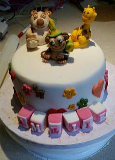 Torte für meine Enkeltochter. Gefüllt mit Himbeer-Buttercreme