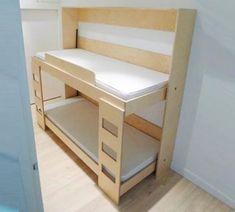 Een idee voor een opklapbed. Na opklappen veel meer ruimte te benutten in de kamer om te spelen of te studeren.