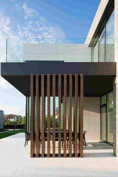 Alexandra Buchanan Architecture Designs a Spacious Contemporary Home in Melbourne, Australia Alexandra Fedorova Designs an Elegant Contemporary House. Contemporary Architecture, Architecture Design, Contemporary Houses, Porch Kits, Building A Porch, Modern Pergola, House With Porch, Modern House Design, Deck Design