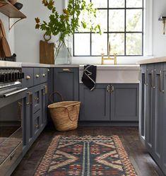 50 Best Kitchen Design Ideas for 2019 - The Trending House Interior Modern, Home Interior, Kitchen Interior, Modern Luxury, Coastal Interior, Interior Ideas, Interior Architecture, Kitchen Colors, Kitchen Layout