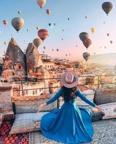cappadocia honeymoon Breathtaking has a whole new meaning once you get to . Beautiful Places To Travel, Best Places To Travel, Places To Go, Turkey Destinations, Travel Destinations, Honeymoon Inspiration, Travel Inspiration, Girl Photography Poses, Travel Photography