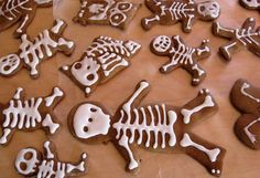 Make gingerbread men skeletons for Halloween