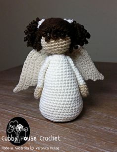 This Tutorial will help you create curls out of yarn for your Dolls.