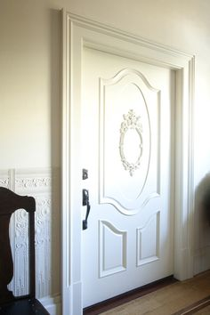 Look at that big ol' door. That is a big door! And a beautiful one. Not to mention that stunning wainscoting.