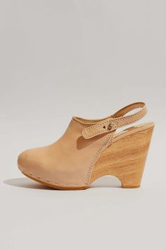 DURBUY LEATHER CLOGS