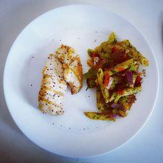 Грудка на гриле и макароны с соусом