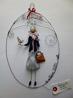 Similar to Liz Cooksey work Wire Crafts, Diy And Crafts, Arts And Crafts, Sculptures Sur Fil, Wire Sculptures, Paper Dolls, Art Dolls, Art Du Fil, Assemblage Art