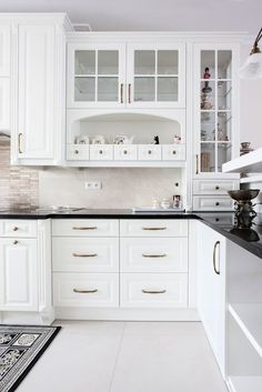 Kitchen Pantry Design, Luxury Kitchen Design, Kitchen Sets, Interior Design Kitchen, Kitchen Decor, Parallel Kitchen Design, American Kitchen Design, Building A Kitchen, Diy Furniture Easy
