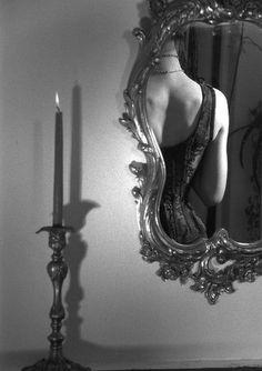 Black White Photos, Black And White Photography, Exposition Photo, Applis Photo, Mirror Image, Mirror Mirror, Mirrors, Boudoir Photography, Sensual