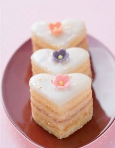 A sweet gift idea for Valentine's Day, © ️️ Stockfood / from the book SüÃ … - Valentinstag Peach Mousse, Heart Shaped Cakes, Mini Cakes, Cake Cookies, Cake Recipes, Cheesecake, Food And Drink, Sweets, Baking