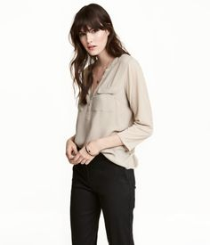 Light beige. Blouse in woven, crêped fabric. Small stand-up collar, button placket, and chest pockets with flap. 3/4-length sleeves in soft jersey .Slightly
