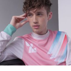 TROYE SIVAN OUT MAGAZINE