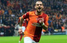 Chelsea'den kovulan Portekizli teknik direktör Jose Mourinho'nun Manchester United ile 5 yıllık anlaşmaya vardığı iddia edilirken, Galatasaray'ın Hollandalı yıldızı Wesley Sneijder'i de beraberinde götürmek istediği iddiası spor gündemine bomba gibi düştü.