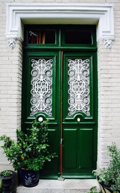 Looking to spruce up your space with some color? We are head over heels for this roundup of gorgeous green spaces. This green door is a great example of how to update your exterior decor for a good dose of curb appeal.