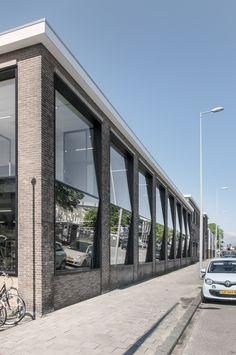 Image 8 of 12 from gallery of Joolz Headquarters / Space Encounters. Courtesy of Space Encounters Architecture Design, Facade Design, Exterior Design, Retail Facade, Outdoor Restaurant, Glass Facades, Building Facade, Modern Buildings, Deco
