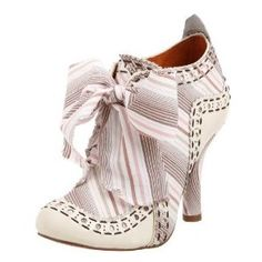 Irregular Choice make the most amazing shoes! Sadly, heels are tough on my feet (too much running about! Pin Up Shoes, Sock Shoes, Me Too Shoes, Shoe Boots, Women's Shoes, Pretty Shoes, Beautiful Shoes, Simply Beautiful, Fairy Shoes