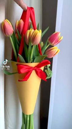 How To Wrap Flowers, Diy Flowers, Flower Decorations, Easter Flower Arrangements, Beautiful Flower Arrangements, Diy Crafts For Gifts, Diy Arts And Crafts, Flower Bouquet Diy, Flower Box Gift