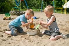 Children working together-The Importance of Play and Experiential Learning in Early Childhood Great article from Melbourne Child Psychology Play Based Learning, Project Based Learning, Early Learning, Baby Equipment, Inspired Learning, Experiential Learning, School Psychology, Working With Children, Creative Kids