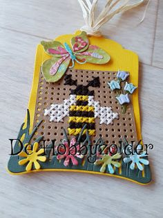 Stitching On Paper, Embroidery Cards, Bee Cards, Cross Stitch Cards, Marianne Design, Cross Stitch Patterns, Gift Tags, Cardmaking, Needlework