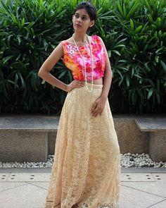 Dress like a celeb in this crop top and chantilly lehenga  #PritiSahni #highfashion #indianwedding #bigindianwedding #cocktail #party #lehenga #ghagra #chaniyacholi #wedding #luxury #luxe #bespoke #custommade #fashiondiaries #indiandesigner #indiandesigners #resortwedding #fashion #indianfashion #fblogger #stylist #fashionstylist