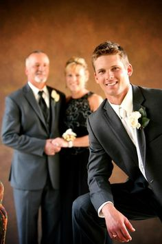 Groom and grooms parents grooms / novios картинки Groom Wedding Pictures, Groom Pictures, Wedding Groom, Wedding Pics, Wedding Stuff, Wedding Photo Walls, Mother Pictures, Winter Wedding Colors, Poses