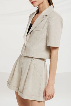 Jaelyn Cropped Linen Jacket - Source by cathympudi - Linen Jackets, Women's Jackets, Linen Suit, Looks Street Style, Jackets For Women, Clothes For Women, Fashion Outfits, Sporty Fashion, Ski Fashion