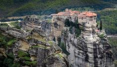 Meteora isn't featured on most backpacking trips to Greece. Understand how to visit Meteora on a budget to ensure you don't miss this spectacular site! Beautiful Places To Visit, Cool Places To Visit, Vila Medieval, Romantic Places, Machu Picchu, Image Hd, Greece Travel, Greece Vacation, Greek Islands