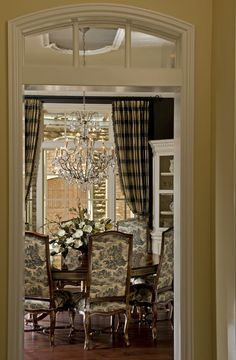 same color as my dining room. Idea to redo the chairs with the black/white toile which I love.